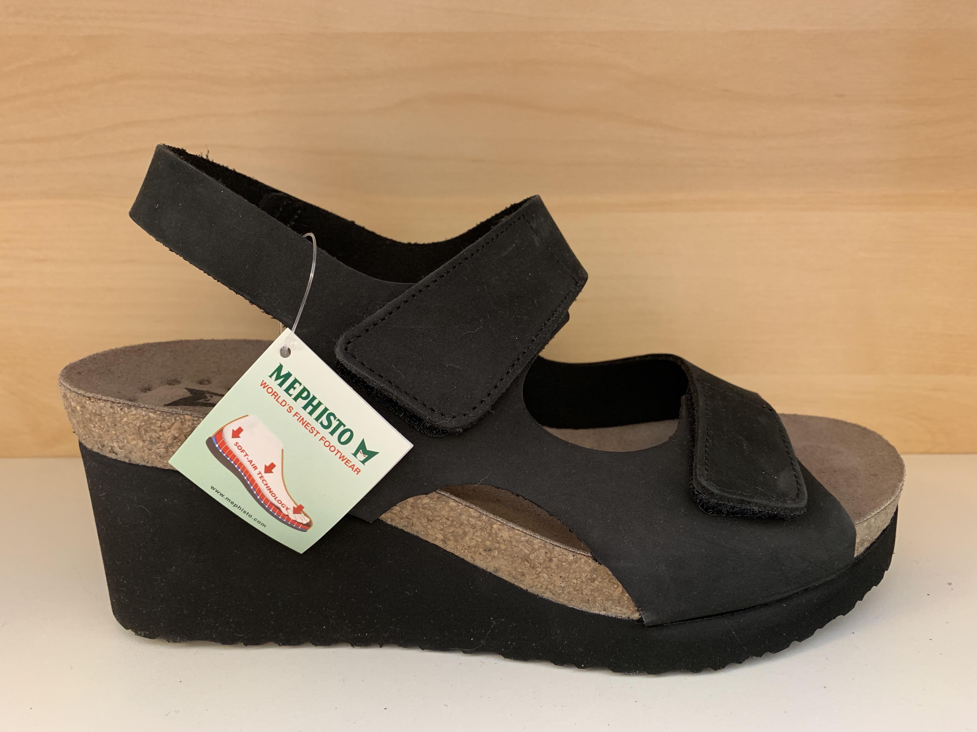 9f8064de1fa Svart skinnsandal MEPHISTO. Air-Relax innersula. Kardborband. Kilklack 7  cm, men skorna känns inte så höga, jättesköna.