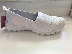 Skön och lätt Skechers-sko med memory foam innersula.  Vit.