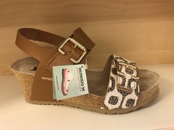 MEPHISTO- dam sandalett med soft-air teknologi i sulan. Kilklack, 6 cm hög längst bak. Karborband på två ställen (där spännena sitter)   Väldigt sköna och fina.