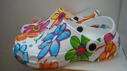 Sko, vit med blommor i damstorlekar