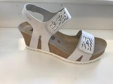 Sandalett med kilklack 6 cm. Märke Mephisto. Vitt skinn med silver detaljer. Skön Soft-Air Techhnology innersula.