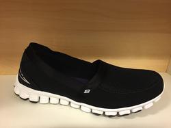 Mjuk skön och lätt tyg/resår-sko, Skechers.