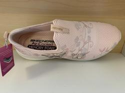 """Skechers Womens Ultra Flex,  """"Skech-Knit"""" med Memory Foam och Air Cooled innersula. Rosa med fjärilar och broderade blommor."""