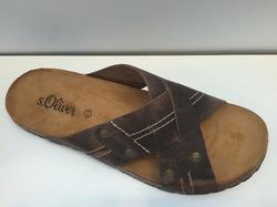 Sandal i brun nubuk-skinn.