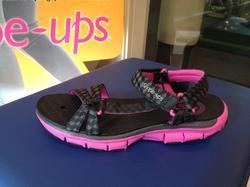 Sandal Skechers Shape-ups, svart/cerise