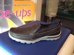 Herrsko från Skechers lätt loafer i grått skinn